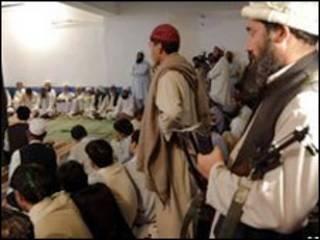 Militantes do Talebã em Buner, no Paquistão