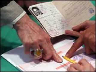 محمد خاتمی رئیس جمهوری پیشین ایران در حال رای دادن_ عکس از مهر
