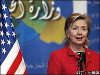 Hillary Clinton durante entrevista no Iraque