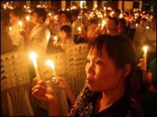 Thắp nến tại Thái Hà