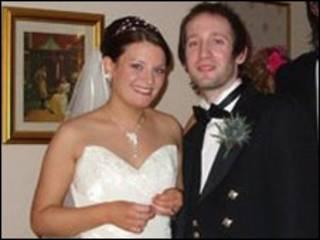 Dawn e Iain Askham no casamento