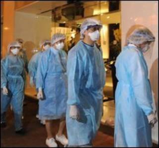 Các chuyên gia y tế vào khách sạn ở Hong Kong