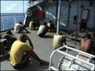 Piratas detidos na fragata Nivose
