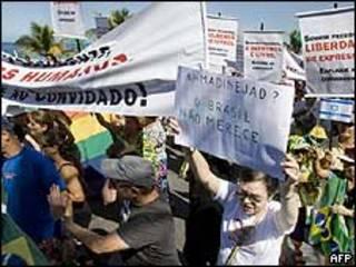مخالفان سفر محمود احمدی نژاد