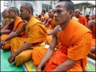 Nhà sư Khmer Krom trong lễ cầu nguyện tại một ngôi chùa ở Phnom Penh