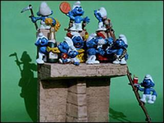 O projeto de monumento com Smurfs, de Wolfgang Strack