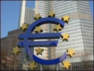Símbolo do euro na sede do Banco Central Europeu, em Frankfurt