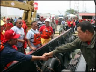 O presidente da Venezuela, Hugo Chávez, durante cerimônia nesta sexta-feira (AP)