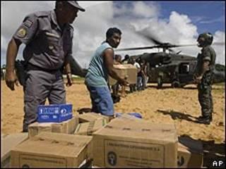 Descarga de ayuda por lluvias en Brasil