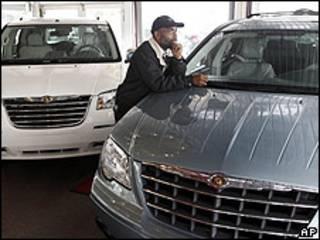Establecimiento de la automotriz Chrysler, que planteó cerrar un 25% de sus franquicias.