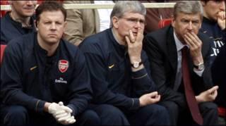 Ban điều hành Arsenal  trong trận thua Chelsea 1-4 trên sân Emirates