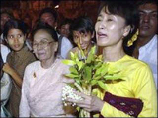 Lãnh tụ đối lập Aung San Suu Kyi ra tòa trước cáo buộc mới của chính quyền quân nhân