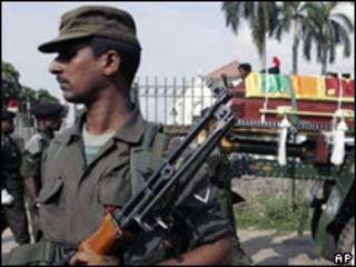 Солдат войск Шри-Ланки
