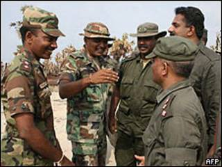 Militares celebran tras conquista del último bastión de los Tigres Tamiles
