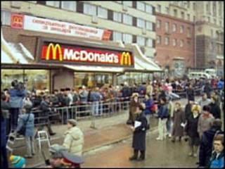 """Открытие ресторана """"Макдоналдс"""" в 1990 году в Москве"""