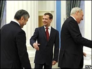 Президент России Дмитрий Медведев встречается с президентами Абхазии - Сергеем Багапшем - и Южной Осетии - Эдуардом Кокойты