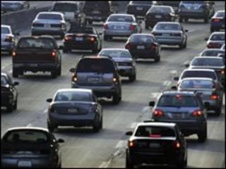 ترافیک در یک اتوبان کالیفرنیا