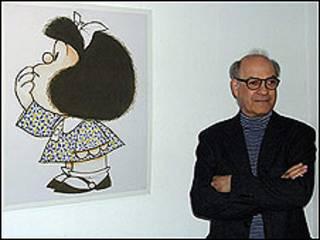 Quino junto a un dibujo de Mafalda (Copyright: Quino)