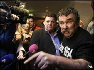 Víctimas y activistas protestaron en la conferencia de prensa