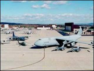 Sân bay quân sự Stewart  là một trong các mục tiêu của nhóm khủng bố.