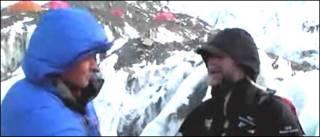 Phóng viên BBC Andrew North và Sir Ranulph (bên phải)