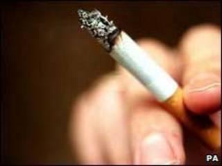 Entre as crianças, as principais causas de morte por fumo passivo são infecções respiratórias