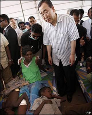 Ban Ki- Moon visita campamento de refugiados en Sri Lanka