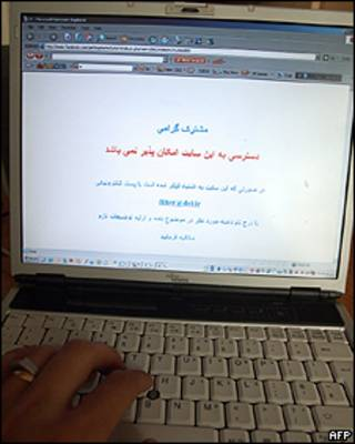 Un mensaje en la pantalla de un computador que informa la inaccesibilidad de Facebook. Foto: 25/05/09, Teherán