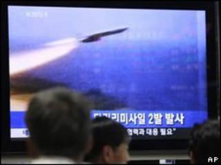 Xem phóng hỏa tiễn trên truyền hình Nam Hàn