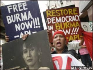 Manifestaciones a favor de San Suu Kyi