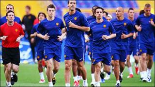 Đội bóng ManU đang tập luyện trước giờ G