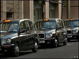 Táxis em Londres (arquivo)
