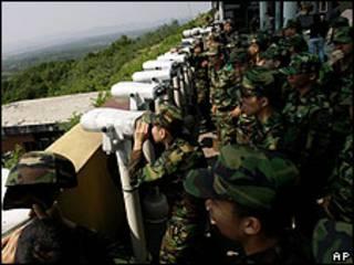 Soldados surcoreanos cerca de la frontera con Corea del Norte