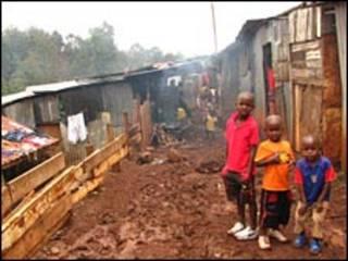 Trẻ em tại khu ổ chuột ở Nairobi, Kenya