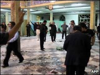 محل انفجار در مسجد زاهدان