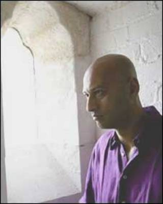 O artista indiano Ansuman Biswas