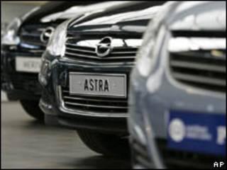 Veículos da Opel em concessionária na cidade de Ghent, Bélgica, nesta sexta-feira (AP)