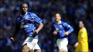 Saha của Everton ăn mừng bàn thắng ở giây thứ 28 (Getty)