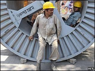 Obrero de la construcción en Mumbai, India.
