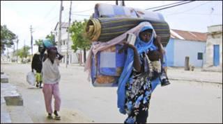 Wakaazi wakiuhama mji wa Mogadishu
