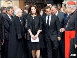 سارکوزی و همسرش در مراسم کلیسای نوتردام