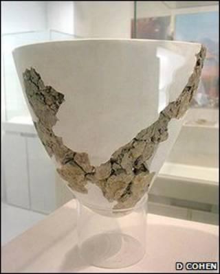 ظرف سفالی کشف شده در یوچانیان (دی کوهن)