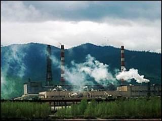 Байкальский целлюлозно-бумажный комбинат (фото с сайта www.greenpeace.org использовано с согласия обладателей)