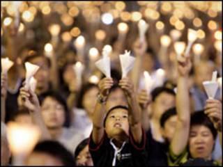 Người Hong Kong cầu nguyện cho dân chủ nhân kỷ niệm Thiên An Môn