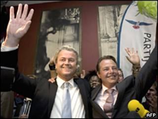 Geert Wilders (izquierda) celebra los primeros resultados.