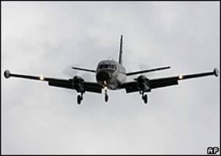 Avião da Força Aérea Brasileira participa das buscas