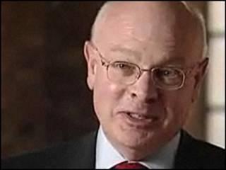 David Pepper, ex director del centro de escuchas oficial del Reino Unido (GCHQ)