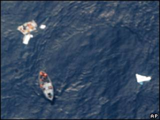 Restos del avión de Air France en el océano