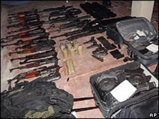 Armas apreendidas pelo Exécito depois do tiroteio em Acapulco