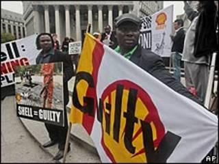 Protestas contra la compañía petrolera Shell.